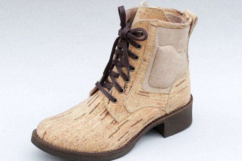 "Despite being almost the same color and pattern as the bag, this is in fact a shoe made of cork. ""It's actually not really a material very suited to shoemaking,"" says Pedro Lima of Ultrashoes. His shoes are available on the German market under the name of Fairticken."